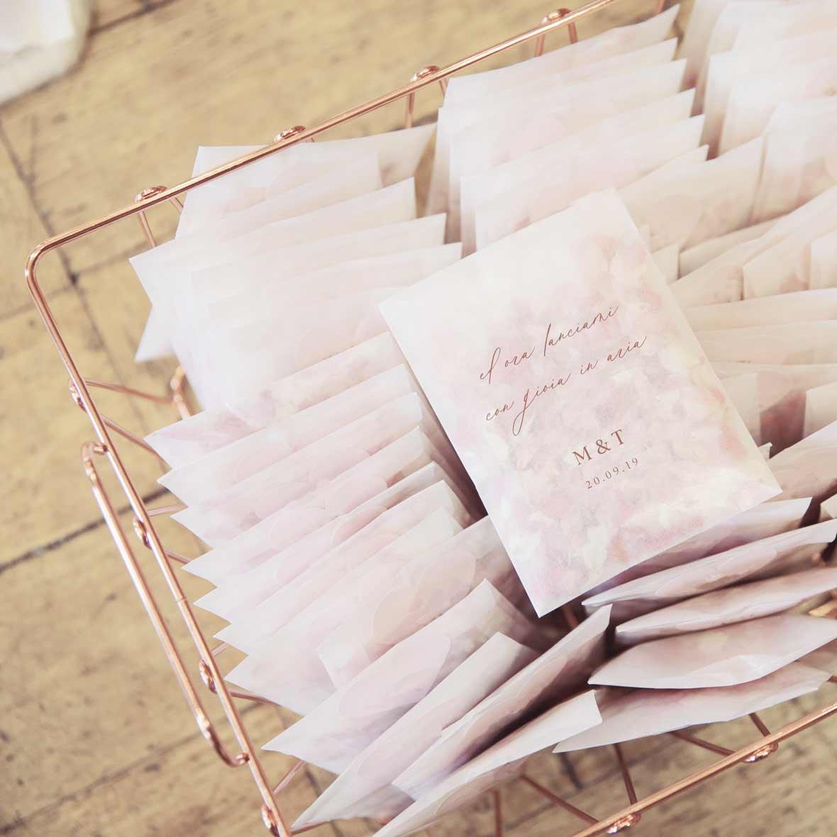 Coni-riso-personalizzati-petali-idee-idea-originale-matrimonio-nozze-wedding
